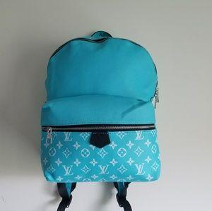 Louis Vuitton bag pack.